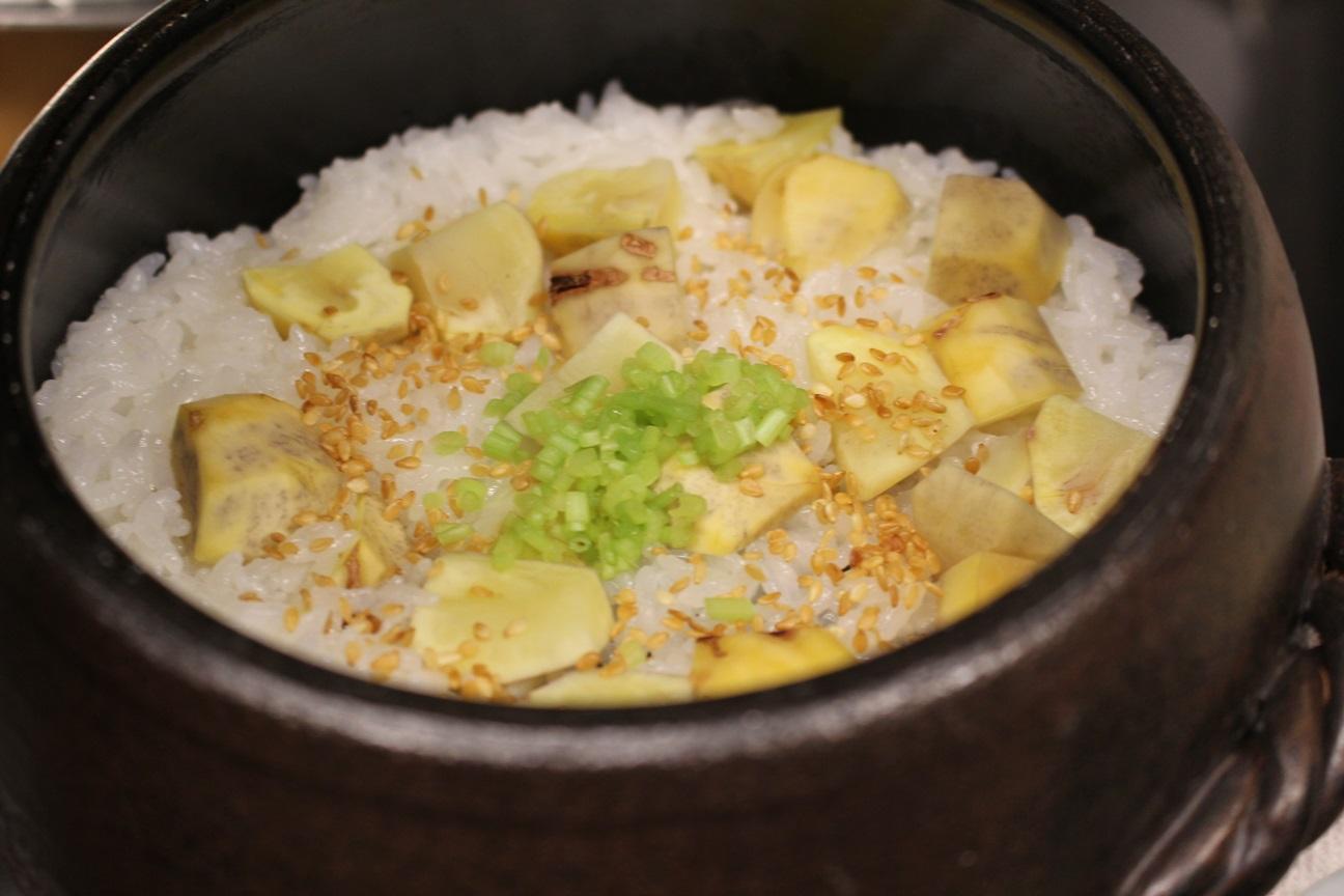 〆に土鍋ご飯やお寿司あります。